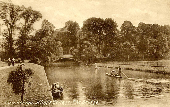 Picture postcard of King's bridge and punters (1860-1910)