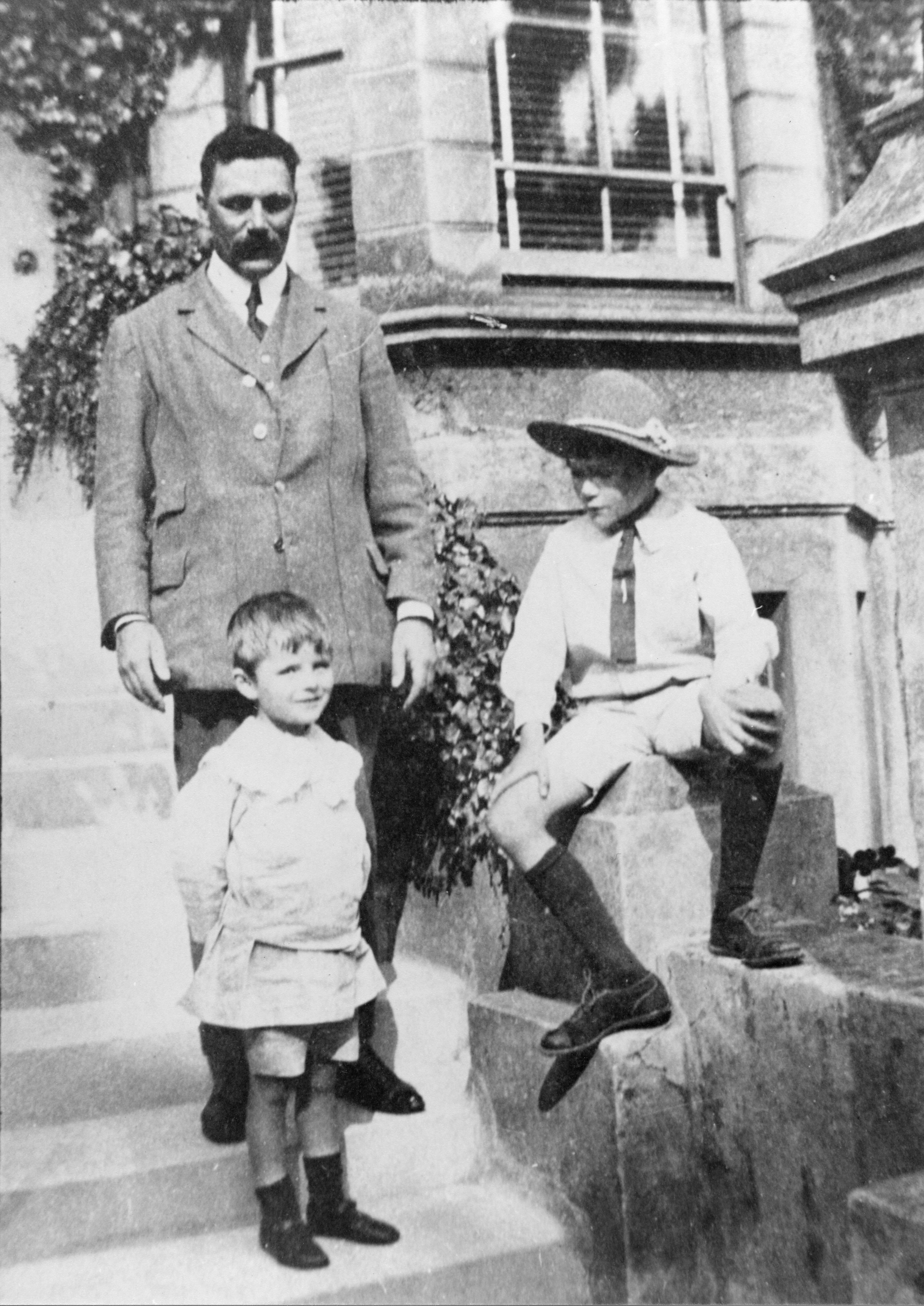 Alan and his brother John, with their father Julius during a holiday. [AMT/K/7/27]