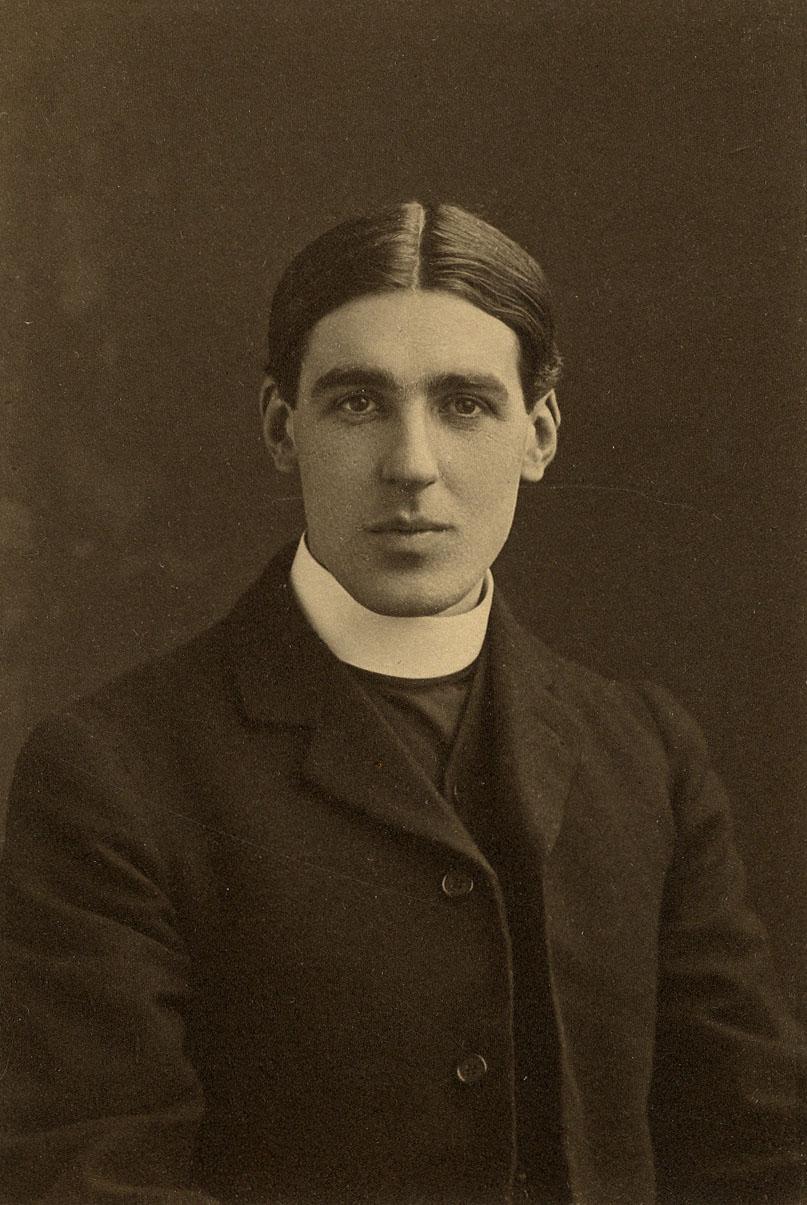 Eric Milner White, 1913. (Coll Photo 4. Photographer: Wilfrid Jenkins, London)