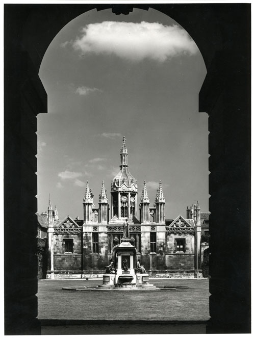 Fountain and screen from Gibbs building (Edward Leigh, c.1970-1980; Coll-Ph-1136)