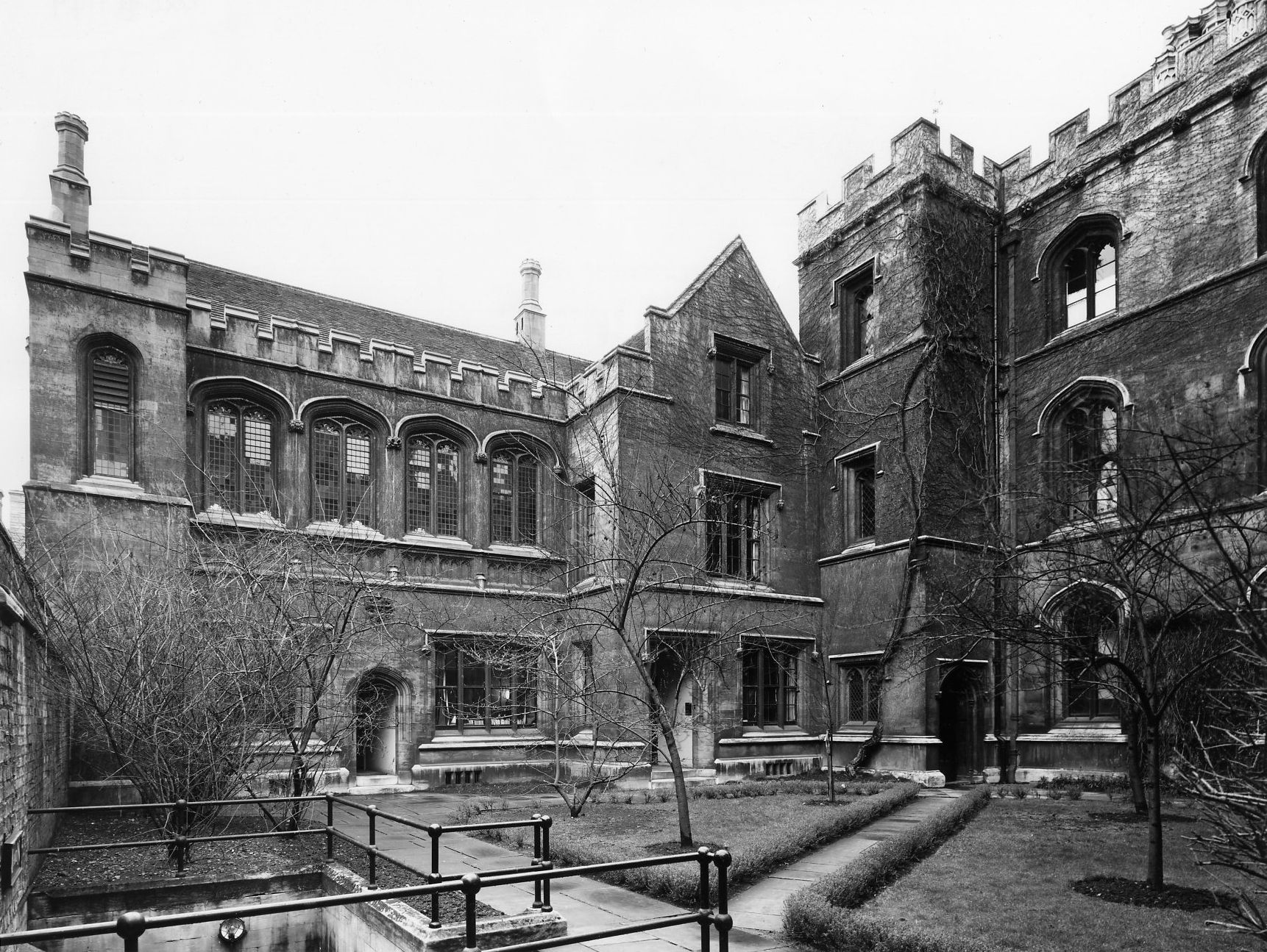 Chetwynd Court showing what is now part of the J.C.R. (B staircase of Wilkins Building), railings to 'the Drain' passing under King's Lane, and the east side of Fawcett's building (?Edward Leigh, c. 1960-1964) [Coll-Ph-1149]