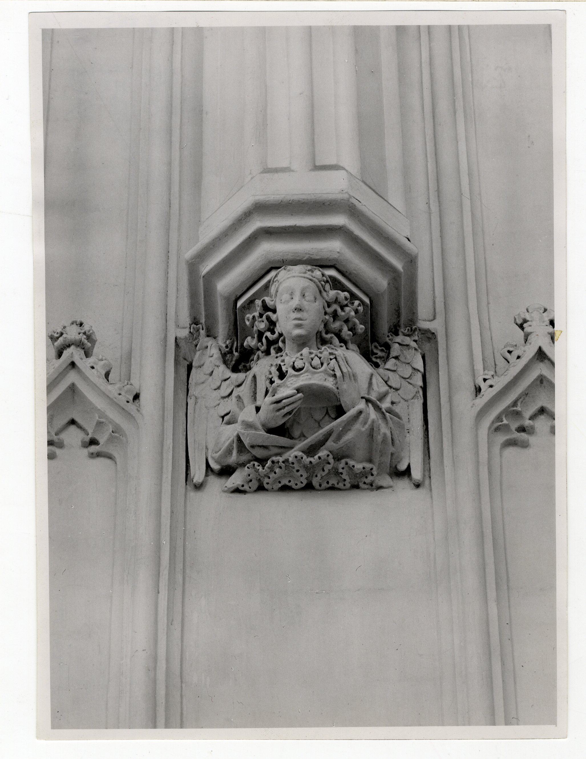 Eastern corbel angel on the south. [Coll-Ph-883]