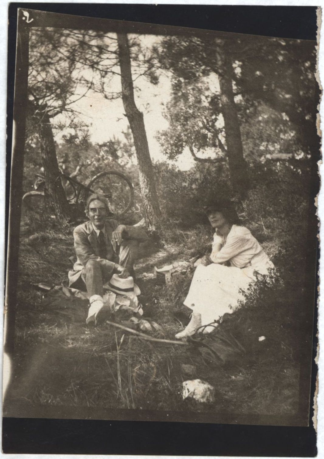 Roger Fry with with Mela Muter at St Tropez. [REF/6/12]