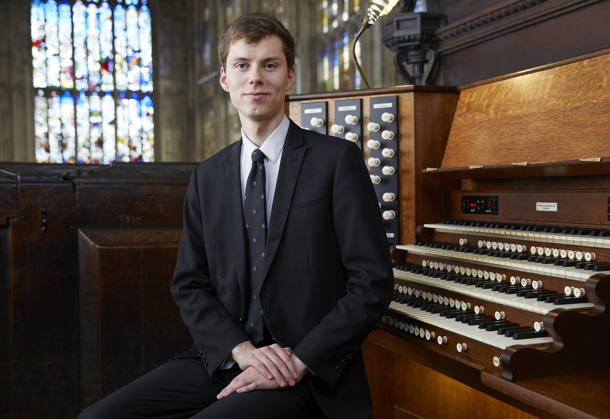 rs2656_kings_college_choir_organistsl_008-lpr