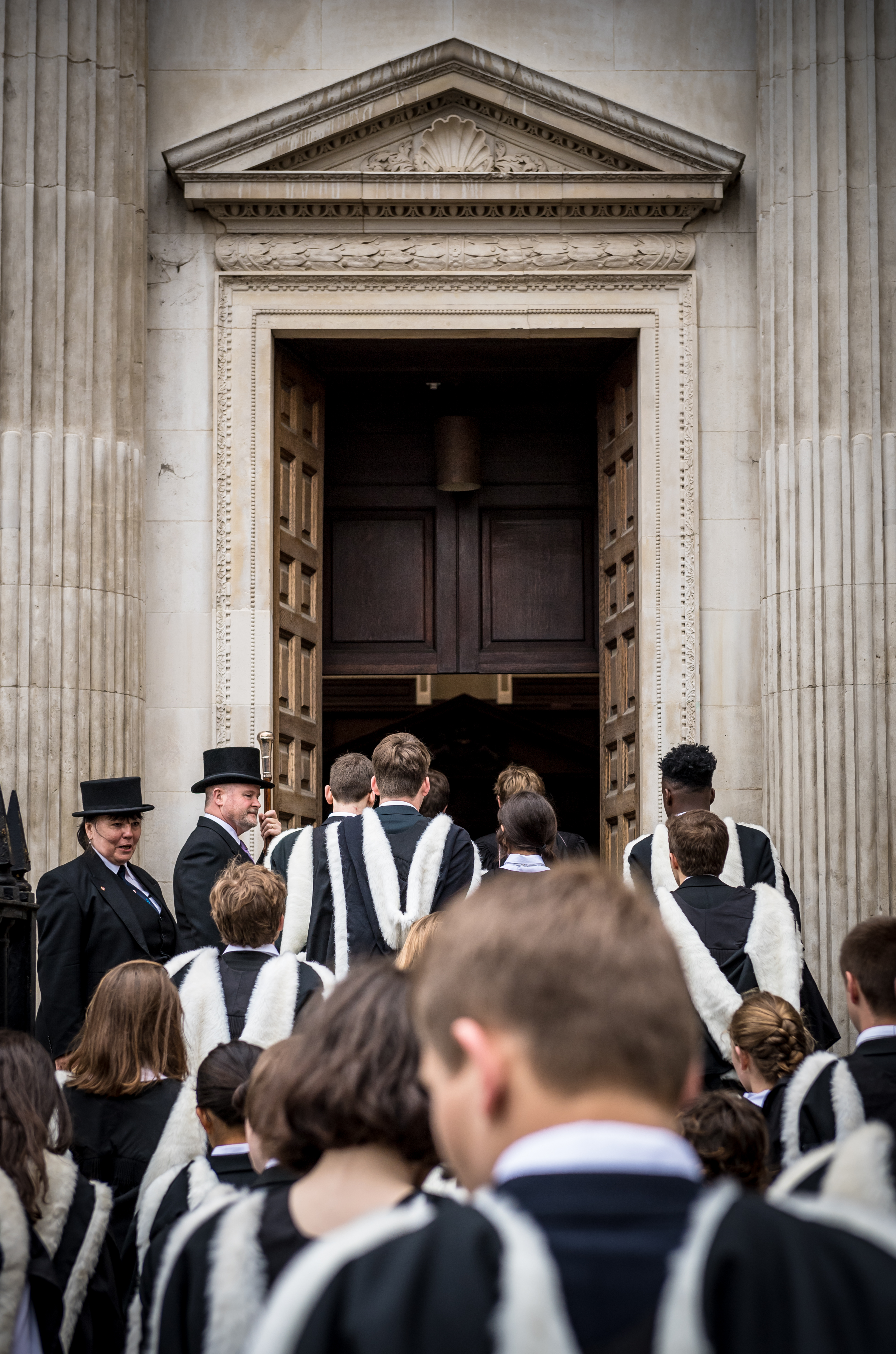 General Admission 2017 - Entering the Senate House (photo credit James Linsell-Clark)