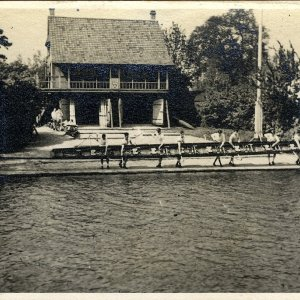 Crew outside King's College in front of the Boat House,  1936.  [KCAS/5/4/1]
