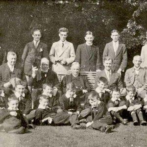 Choir and A H Mann (waving) in Fellow's Garden to mark Mann's Golden Jubilee (1926)