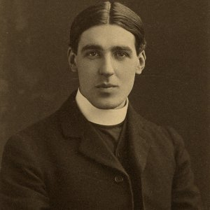 Eric Milner White, 1913. (Coll Photo 4. Photographer: Wilfrid Jenkins, London)