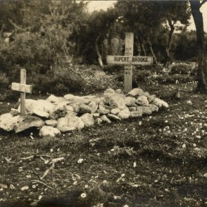 Rupert Brooke's original grave, 1915-1920. Archive Centre, King's College, Cambridge. RCB/Ph/303.