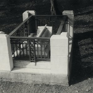 Rupert Brooke's grave with corner pillars and iron railings, after July 1928. Archive Centre, King's College, Cambridge. RCB/Ph/328.