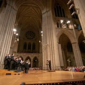 Stephen Cleobury conducting the choir in Washington National Cathedral